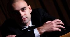 Польский пианист-виртуоз Войцех Валечек дал концерт в Астане
